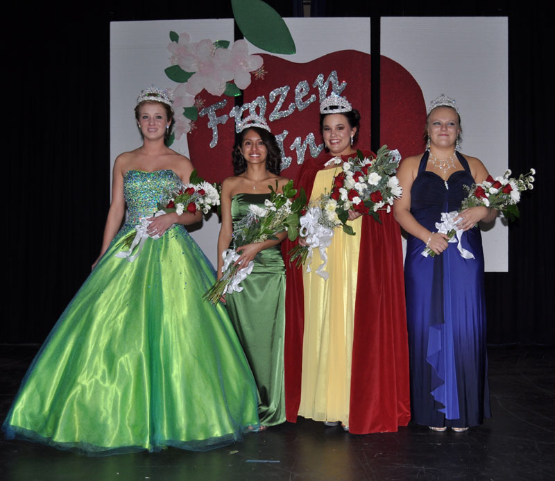 You are browsing images from the article: Mindy Neal Crowned 2011 Apple Blossom Queen